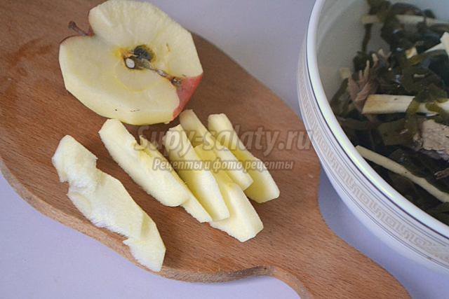 салат с морской капустой, сельдереем и яблоком