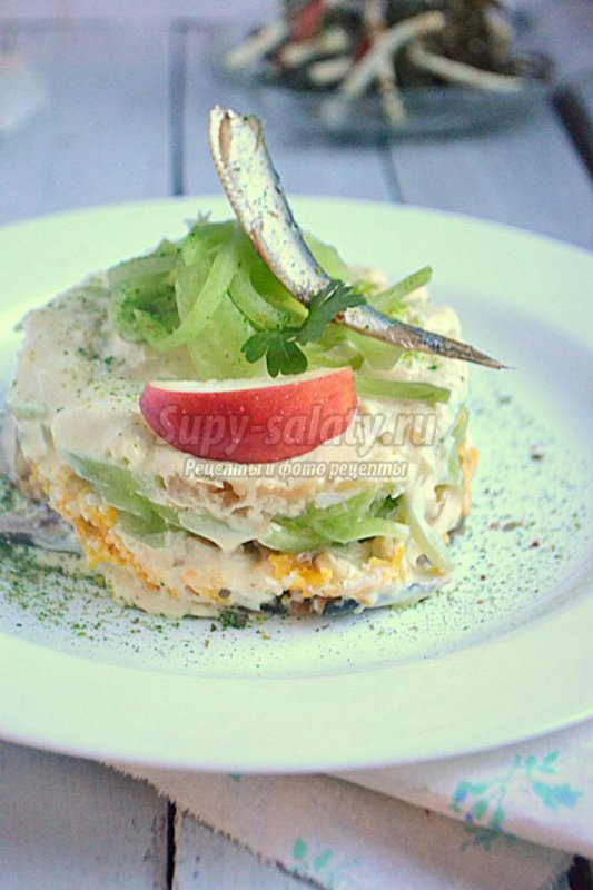 слоёный салат со шпротами
