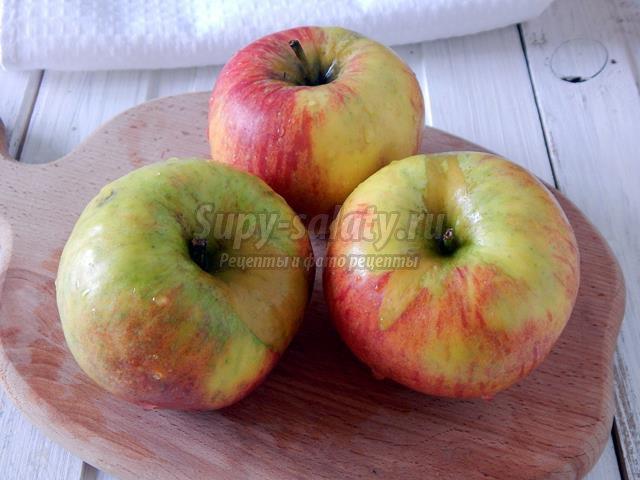 Запечённые яблоки с бананом в мультиварке
