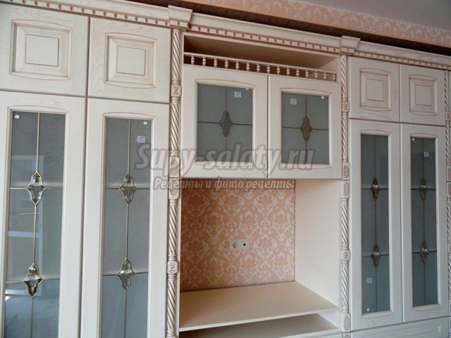 Разновидности стекол для кухонных шкафов