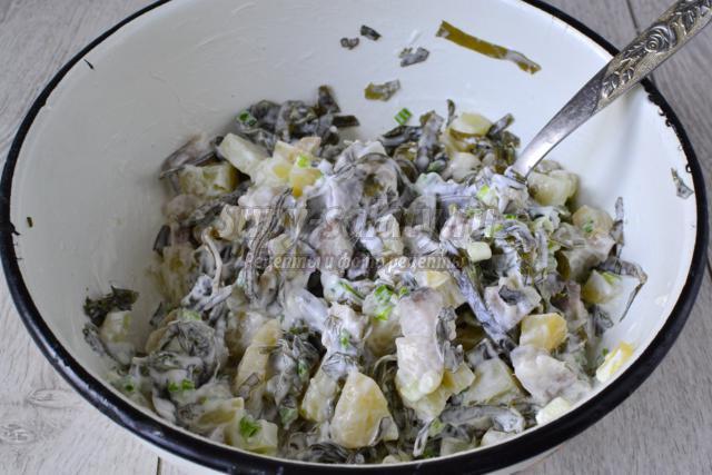 Морская капуста с селедкой