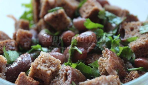 Салат с фасолью и сухариками: лучшие рецепты с фото