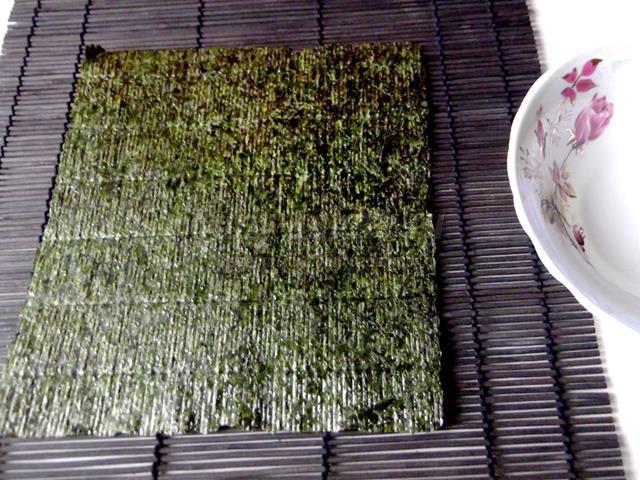 Роллы с омлетом и маринованной капустой