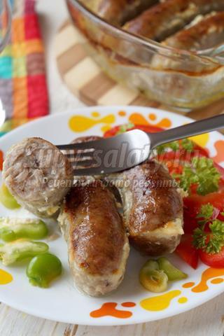Домашняя колбаса в сметанном соусе