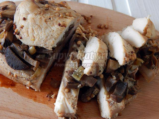 Куриное филе с грибами в мультиварке