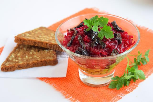 Салат со свёклой и черносливом