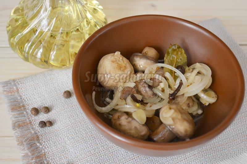 Рецепт семга под сливочным соусом с креветками