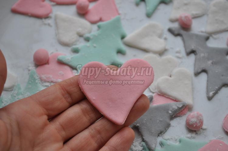 елочки и сердечки из мастики