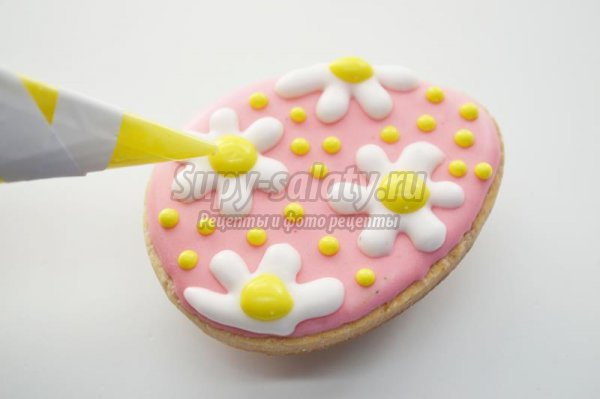 Пасхальное песочное печенье с сахарной глазурью