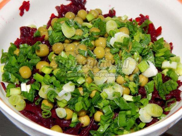 Постный салат со свеклой и горошком