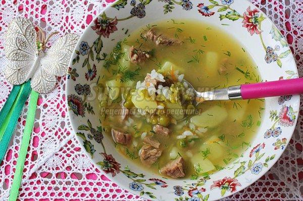 Рисовый суп с зелёным горохом на мясном бульоне