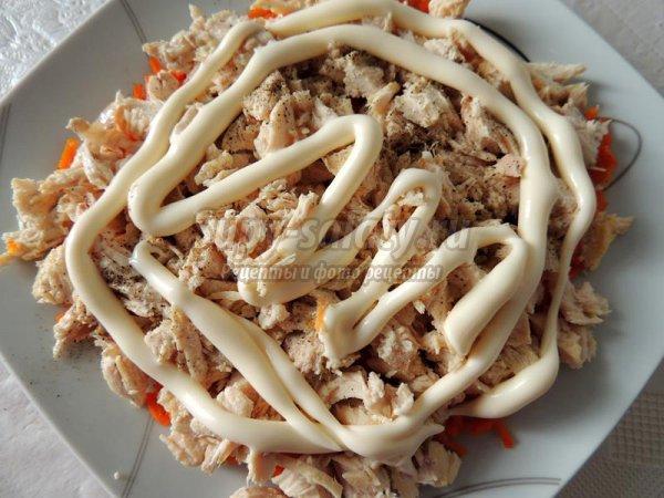 Слоеный салат с курицей и корейской морковкой