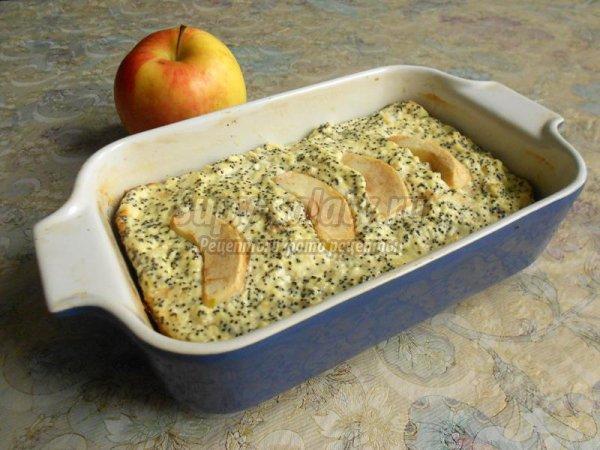 Творожная запеканка с яблоками и маком