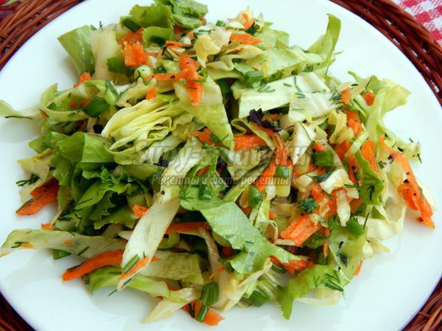 салат из молодой капусты и моркови