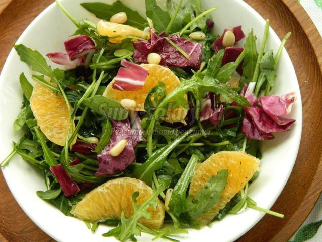 салатный микс с мандаринами и кедровыми орешками