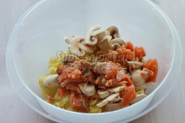запеченные цуккини с красной рыбой и грибами
