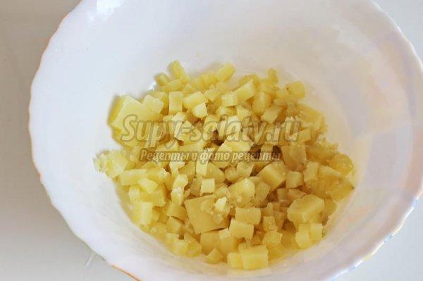 Сала со шпротами и зелёным сыром
