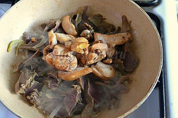 Салат из куриных желудков и пекинской капусты