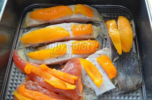 Камбала в духовке с овощами и сыром