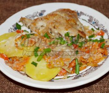 курица в духовке на овощной подушке