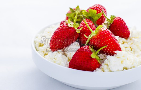 Творог с клубникой - вкусный и полезный десерт