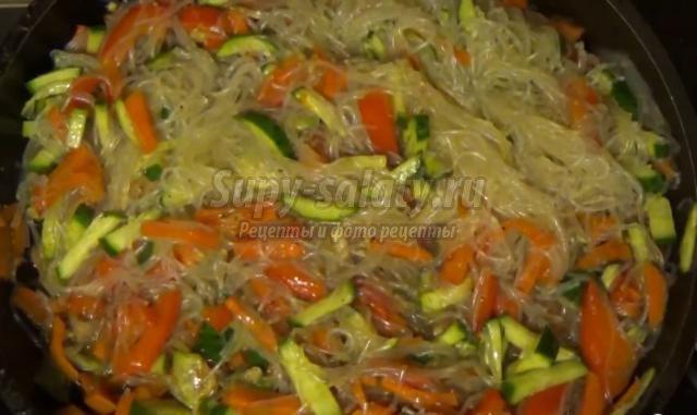 салат из фунчозы с огурцами