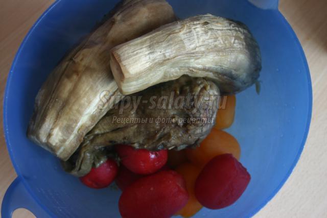 баклажанная икра с чесноком и помидорами
