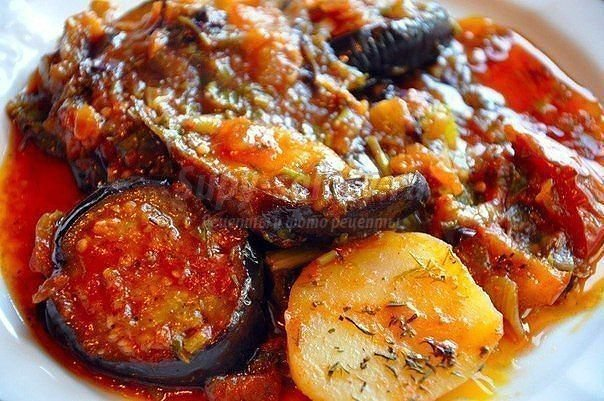 Овощное рагу с кабачками и картофелем и капустой и мясом в мультиварке