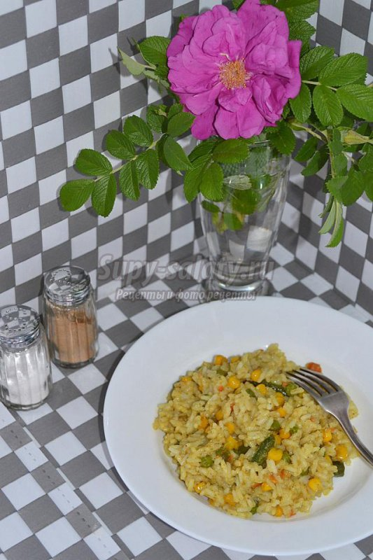 вегетарианский рис с овощами