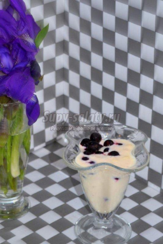 фруктово-ягодный ласси с ванилью