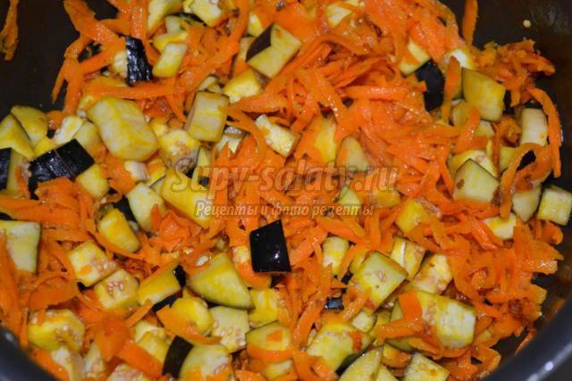 вегетарианский плов с томатом и баклажанами