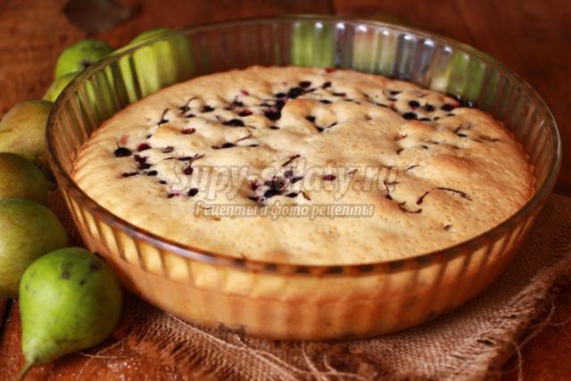 пирог с грушами и смородиной