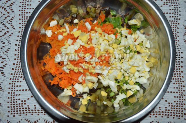 Приготовление салата грибного супа