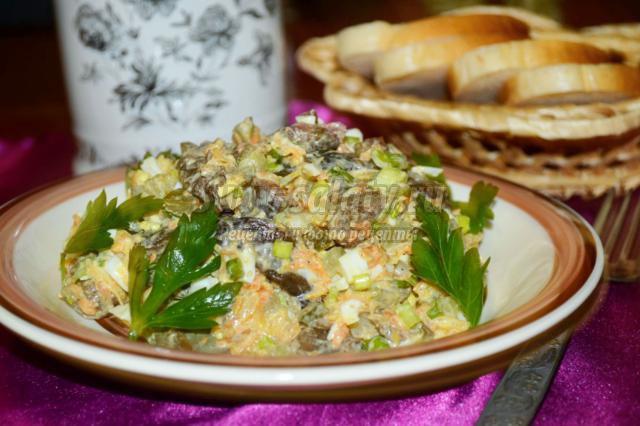 Салат грибной с огурцами