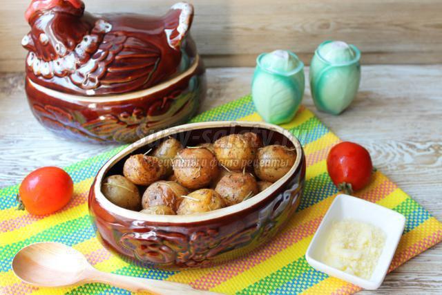 молодой картофель в горшочках