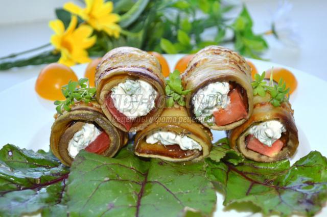 рулетики из баклажанов с сыром и томатами