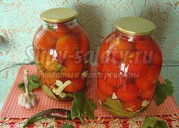помидоры с листьями смородины