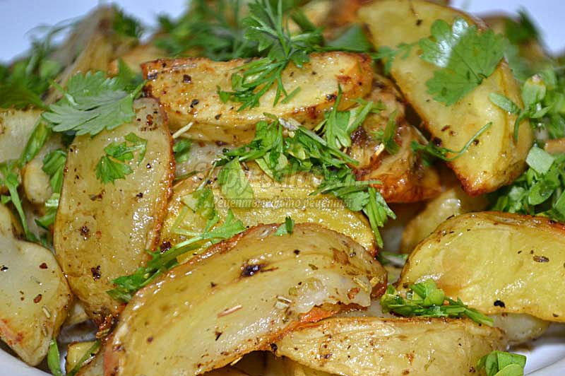 молодой картофель запеченный в духовке фото