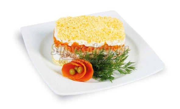 Вкусный салат Мимоза. Рецепт с консервой и сыром