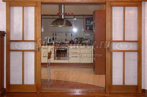 Двери на кухню: самые популярные разновидности