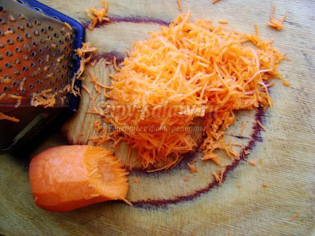 йогуртовый десерт с морковью и яблоками