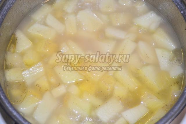 вегетарианский сливочный суп-пюре с кабачком