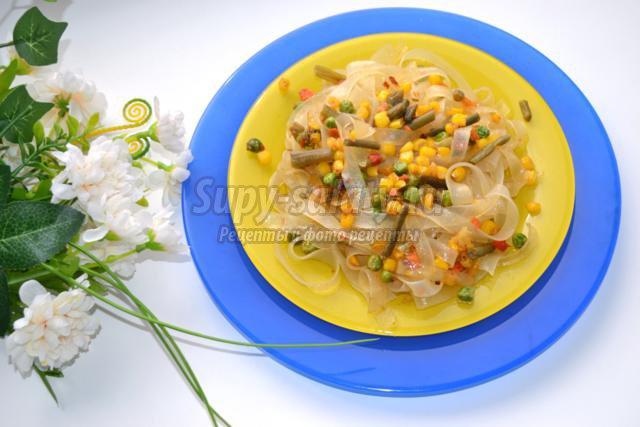теплый салат с лапшой ашлямфу