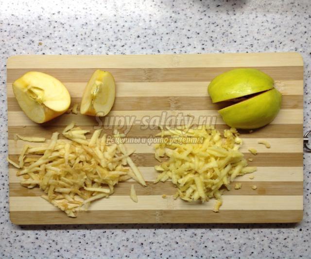 рулет с яблоками и айвой