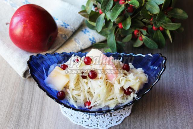 десертная капуста с яблоками и клюквой
