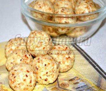 вегетарианские молочные шарики с кунжутом