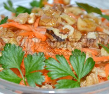 постный морковный салат с яблоками и орехами