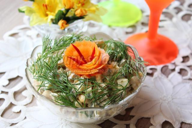 салат с языком, грибами и фасолью