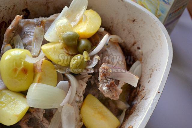 пьяный кролик с яблоками и оливками