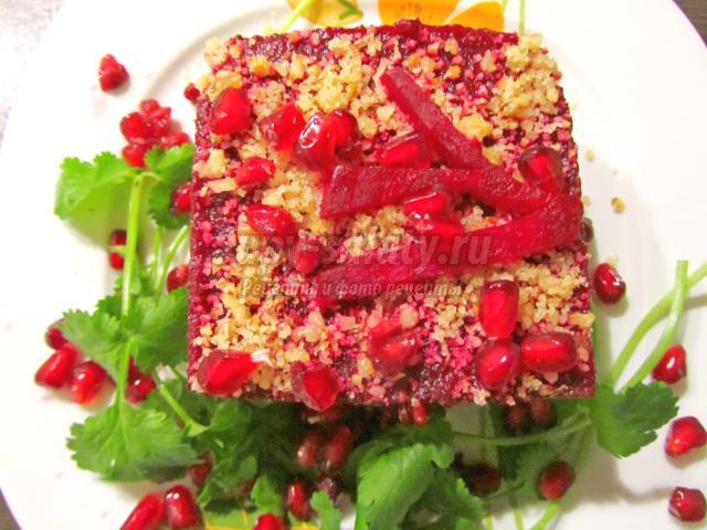 Слоеный салат из свеклы с